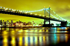 Queensbrug, Spoelende Rivier, New York Stock Afbeelding