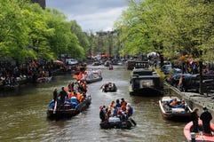 Queensdayvieringen in Amsterdam stock foto's