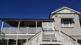 Queenslander με τις διπλές πόρτες εισόδων στη βεράντα Στοκ εικόνα με δικαίωμα ελεύθερης χρήσης