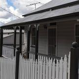 Queenslander stugaveranda och staket fotografering för bildbyråer