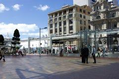 Queensstraße Aucklands, Neuseeland am Mittag Stockfotografie