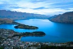 Queenstown Новая Зеландия, Remarkables и озеро Wakatipu стоковая фотография rf