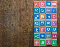 QUEENSTOWN, ЮЖНАЯ АФРИКА - 9-ОЕ АПРЕЛЯ 2017: Социальный логотип средств массовой информации стоковые фото