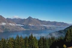Queenstown céntrico con la gama notable, isla del sur, Nueva Zelanda imágenes de archivo libres de regalías