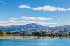 Queenstown du centre avec la gamme remarquable, île du sud, Nouvelle-Zélande image libre de droits