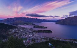 Queenstown flyg- sikt i morgonen New Zealand arkivfoton