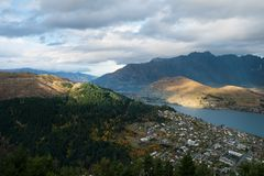 Queenstown and Mountain range, New Zealand Stock Photo