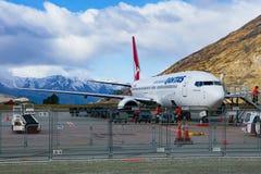 QUEENSTOWN NOUVELLE-ZÉLANDE - SEPTEMBER6,2015 : avion de ligne aérienne de qantas Image libre de droits