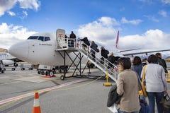 QUEENSTOWN NOUVELLE-ZÉLANDE - 6 SEPTEMBRE : passager préparant au fli Image stock