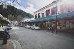 QUEENSTOWN NOVA ZELÂNDIA - SETEMBRO 6,2015: opinião da rua em queenstown Fotos de Stock Royalty Free