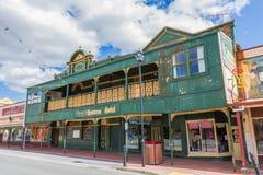 Queenstown Tasmanie : Hôtel de chasseurs photos stock