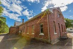 Queenstown Tasmanien: Historisk byggnad royaltyfri foto