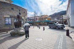 QUEENTOWN LA NOUVELLE ZÉLANDE 5 SEPTEMBRE : de touristes prenez une photographie avec Image stock