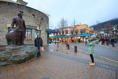 QUEENTOWN NEW ZEALAND-SEPTEMBER 5:tourist take a photograph with william gilbert rees statue Royalty Free Stock Image