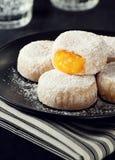 Queijinhos, pâtisseries portugaises remplies de taupes d'Ovos Photos libres de droits