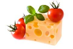 Queijo amarelo com tomates Imagem de Stock Royalty Free