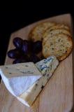 Queijo azul e biscoitos Foto de Stock