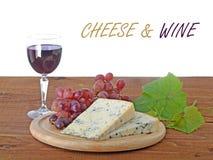 Queijo azul e vinho tinto Foto de Stock