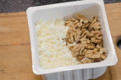 Queijo de coalho saboroso e alimento saudável nuts Fotografia de Stock Royalty Free