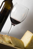 Queijo de Manchego e vinho vermelho Fotos de Stock Royalty Free