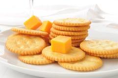 Queijo e biscoitos Imagens de Stock Royalty Free