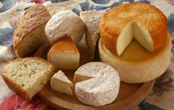 Queijo e pão Imagens de Stock