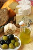 Queijo e pequeno almoço das azeitonas Imagens de Stock Royalty Free