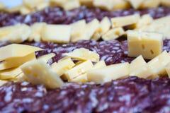 queijo e salame, guloseimas de Argentina imagens de stock