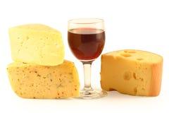 Queijo e um vidro com vinho Fotografia de Stock