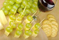 Queijo e uvas como Fingerfood Foto de Stock Royalty Free