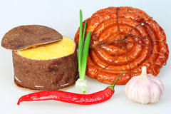 Queijo empacotado, salsicha fumada, pimenta vermelha Foto de Stock