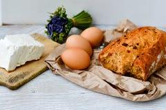 Queijo, leite, pão e ovos fotografia de stock royalty free