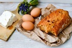 Queijo, leite, pão e ovos fotos de stock royalty free