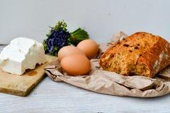 Queijo, leite, pão e ovos foto de stock royalty free