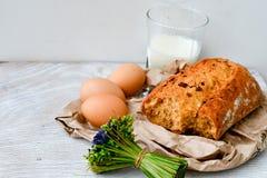 Queijo, leite, pão e ovos fotografia de stock