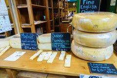 Queijo no mercado da cidade Fotos de Stock Royalty Free
