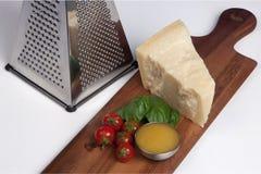 Queijo parmesão, ainda alimento do italiano da vida Fotografia de Stock