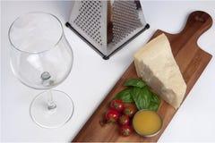 Queijo parmesão, ainda alimento do italiano da vida Fotografia de Stock Royalty Free