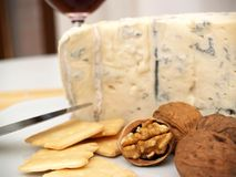 Queijo, porcas, e biscoitos cremosos de gorgonzola Fotografia de Stock