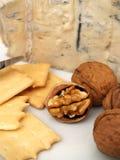 Queijo, porcas, e biscoitos cremosos de gorgonzola Fotos de Stock Royalty Free