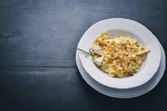 Queijos da massa quatro Alimento italiano Em um fundo de madeira fotos de stock