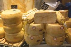 Queijos duros na loja italiana em New York Imagem de Stock