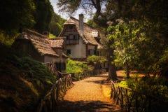 Queimadas - Häuser am levada kommen auf Madeira-Insel herein Lizenzfreie Stockfotos