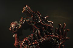 Queimador de incenso do dragão em um fundo preto Imagens de Stock Royalty Free