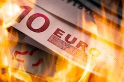 Queimadura das cédulas do Euro Fotografia de Stock