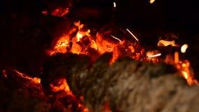 A queimadura de ardência entra a chaminé video estoque