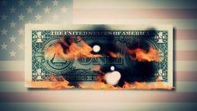 Queimando uma animação das notas de dólar dólar do fogo Cem burning da nota de dólar Em uma nota de dólar da foto Close-up Imagens de Stock
