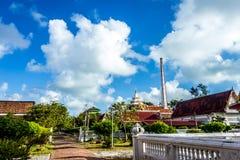 Queira oferecer A atmosfera dentro do silêncio de Tailândia A do templo imagens de stock