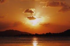 Queira sublinhar a beleza inerente do sol durante o nascer do sol fotos de stock