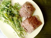 Queixo kan de Khao, alimento norte local de Tailândia do arroz que é misturado com o sangue de carne de porco e cozinhado dentro  Fotos de Stock Royalty Free
